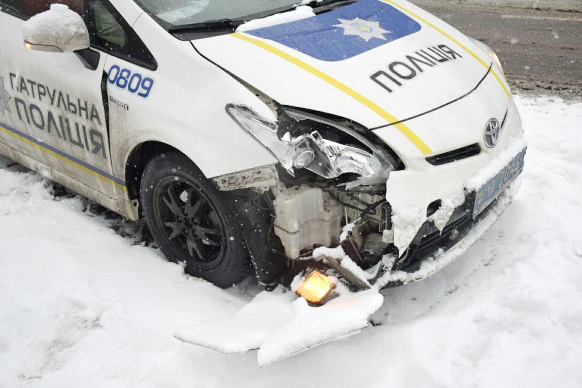 Первая авария произошла с участием полицейских