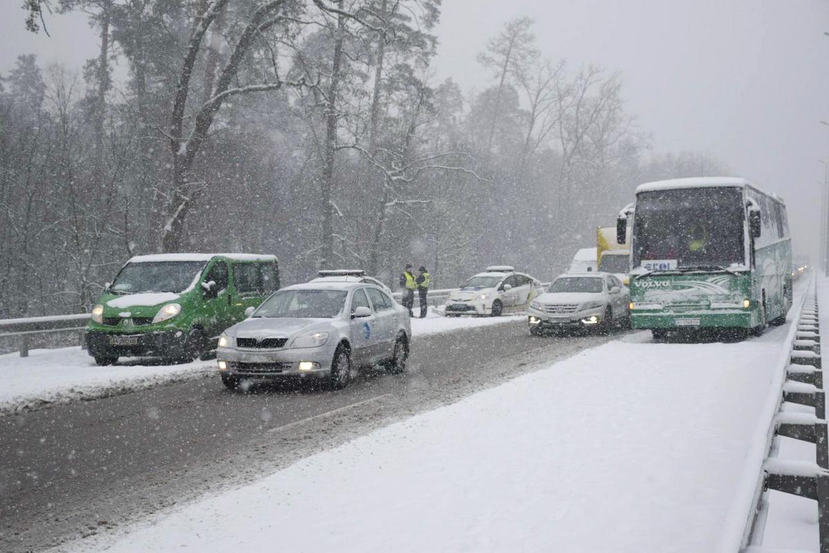 Всего в трех авариях столкнулись шесть машин