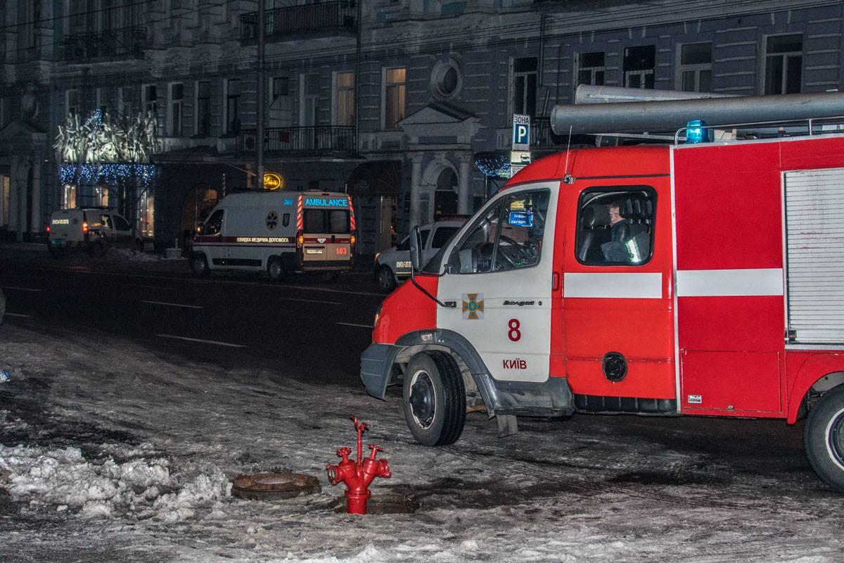 """По адресу прибыли взрывотехники, два экипажа патрульных, спасатели и """"скорая"""""""