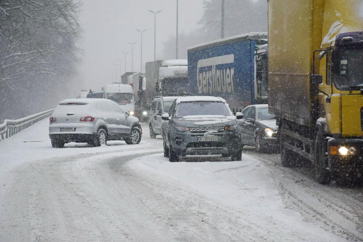 Из-за аварий из Киева в сторону Житомира образовалась пробка
