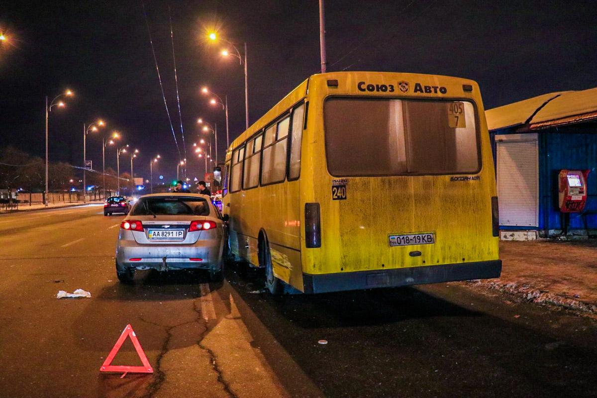 Авария произошла на перекрестке улиц Закревского и Драйзера