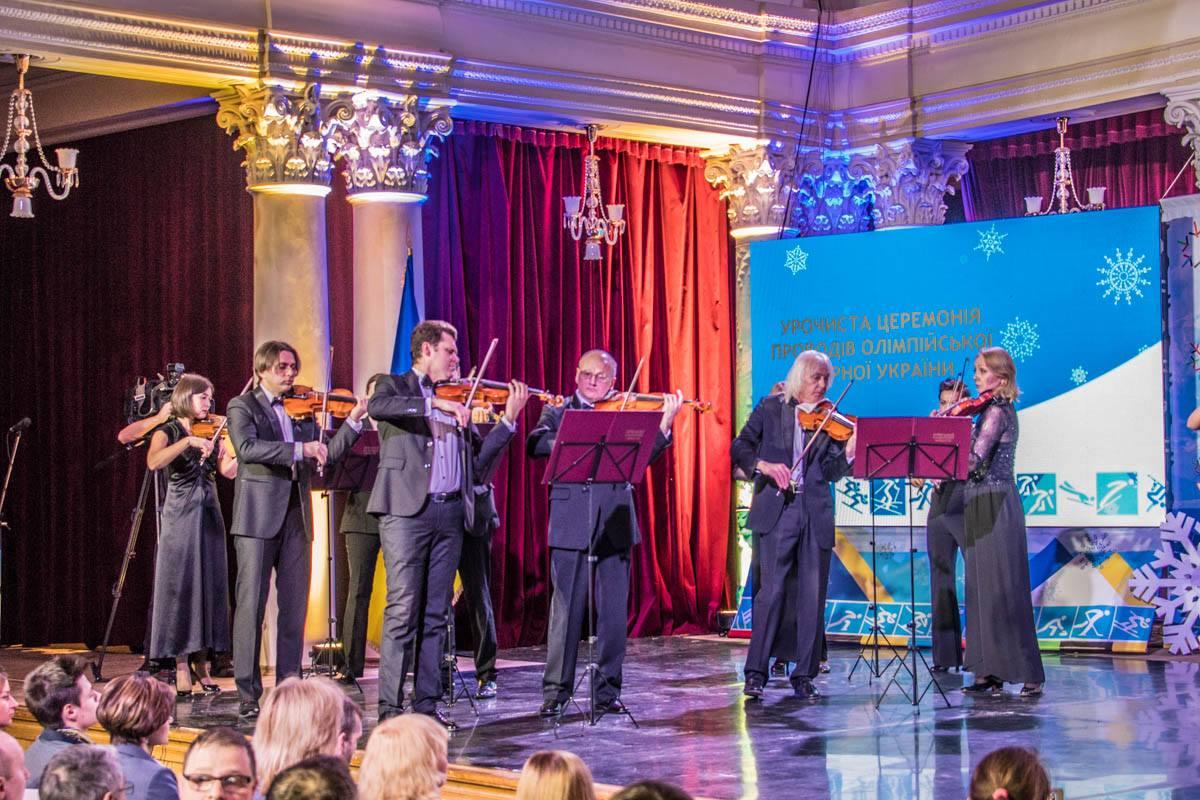 Церемонию открыла классическая музыка