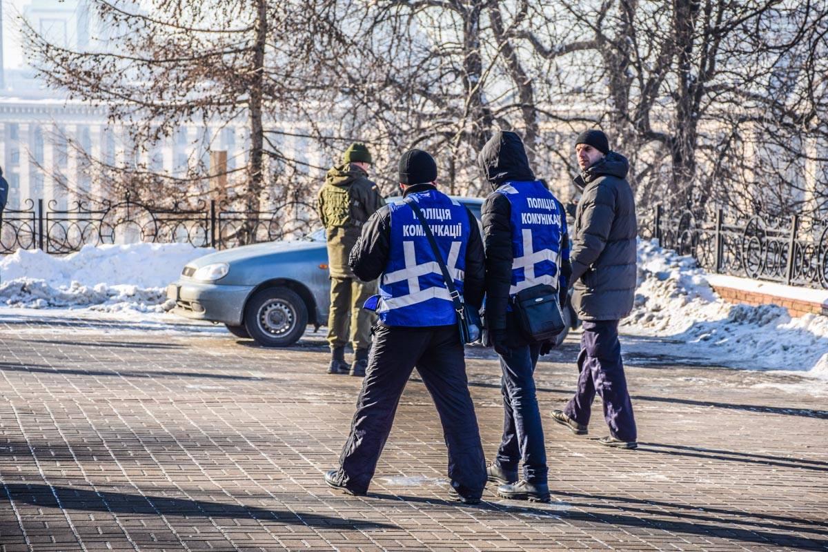 Полиция коммуникации дежурила неподалеку