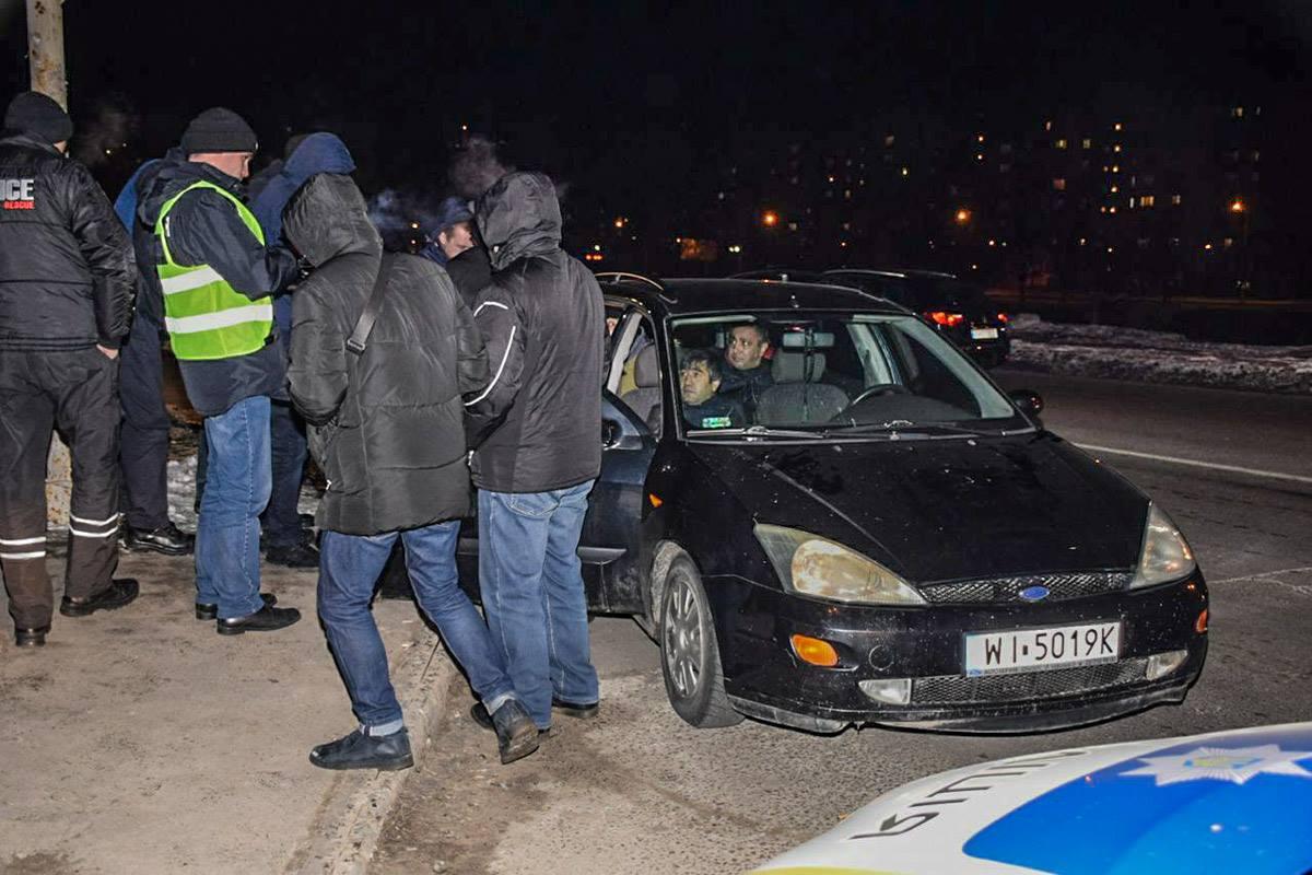 В Киеве задержали трех мужчин кавказкой национальности, которые ограбили квартиру