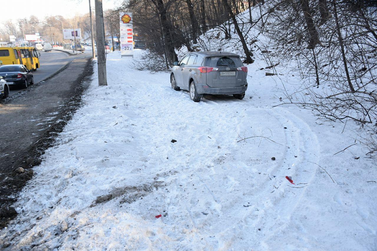 Обе машины вылетели на тротуар