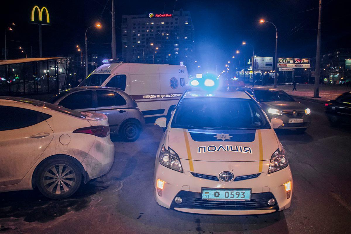 Парня ударили ножом возле станции метро Минская