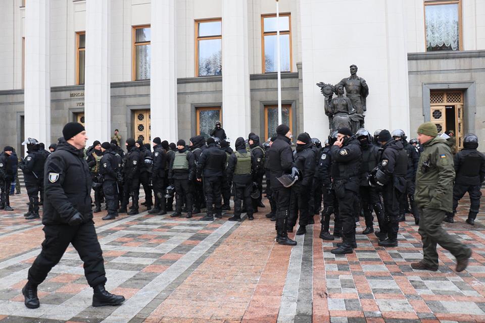 Под Радой за порядком следят более 3800 правоохранителей