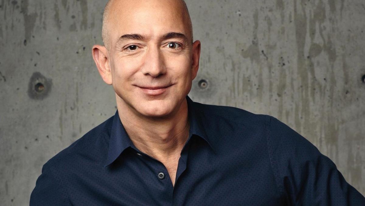 Основатель компании Amazon.com Джефф Безос - богатейший человек в истории