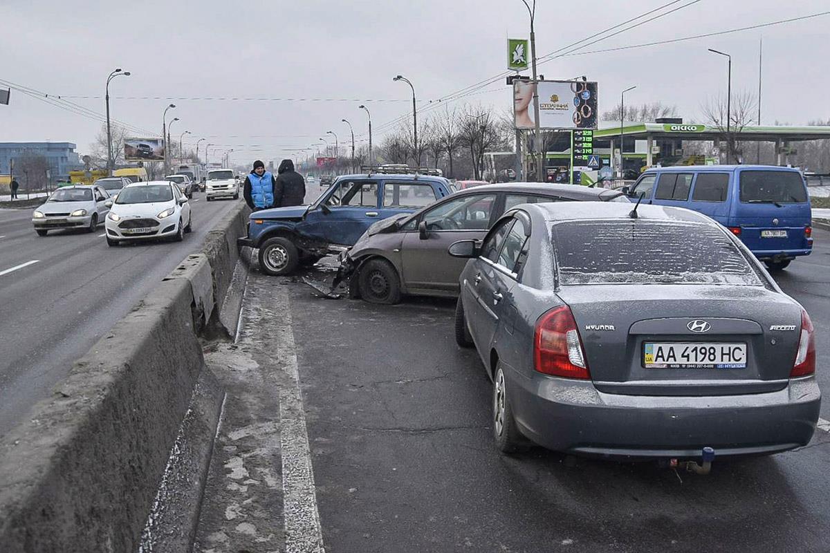 Масштабная авария на Московском мосту