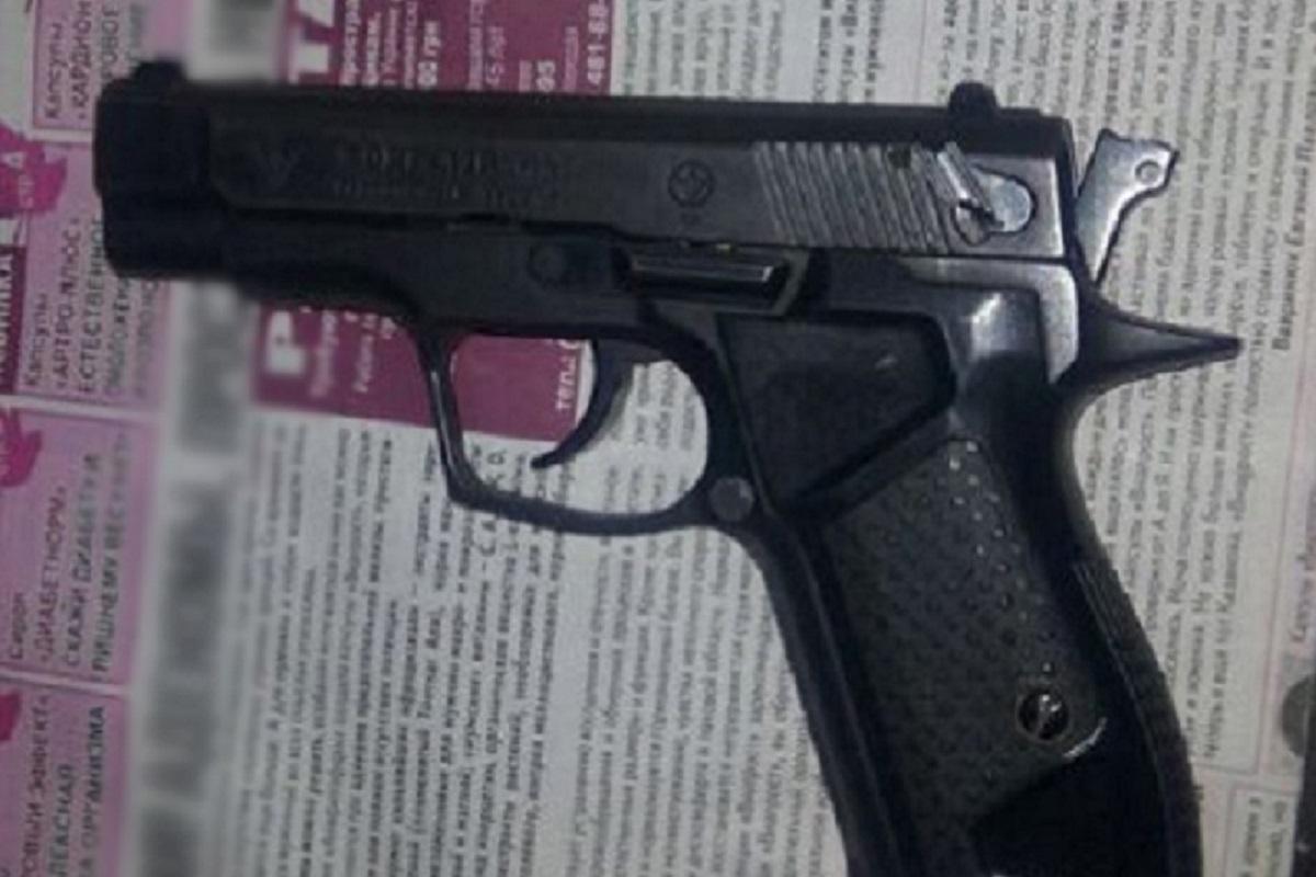 В результате конфликта огнестрельные ранения получили двое мужчин и женщина
