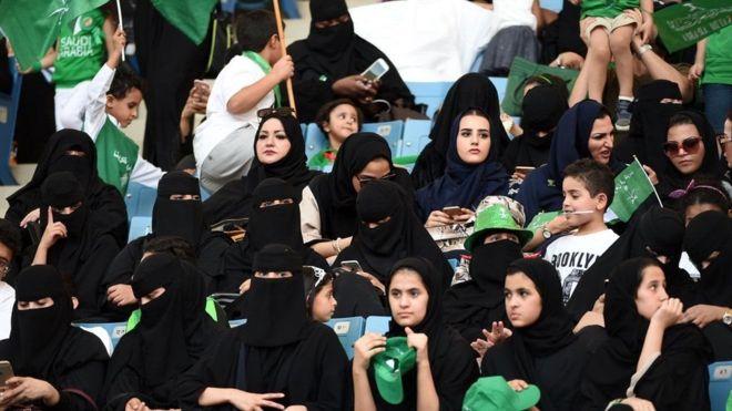 Женщины в Саудовской Аравии впервые на футболе