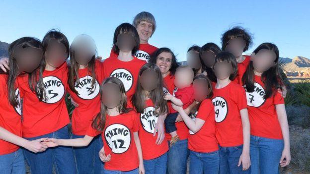 В США арестована пара, державшая 13 своих детей на цепи