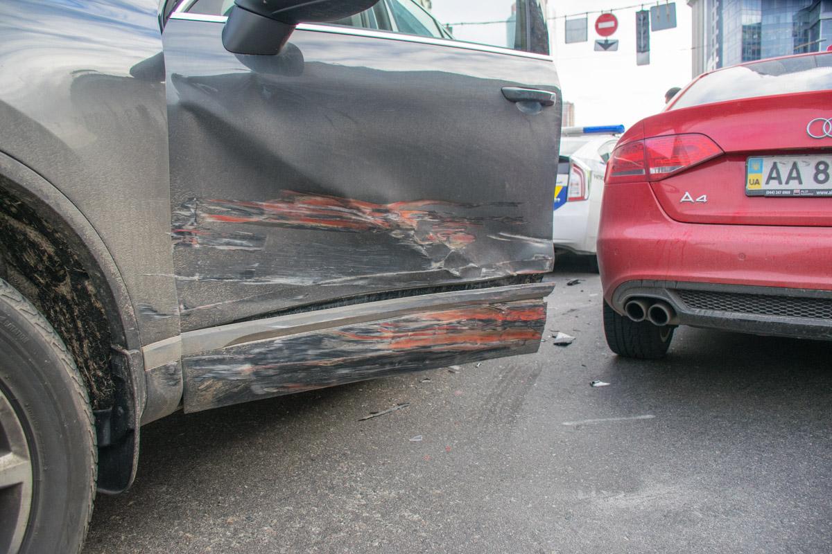 У Volkswagen повреждена дверь