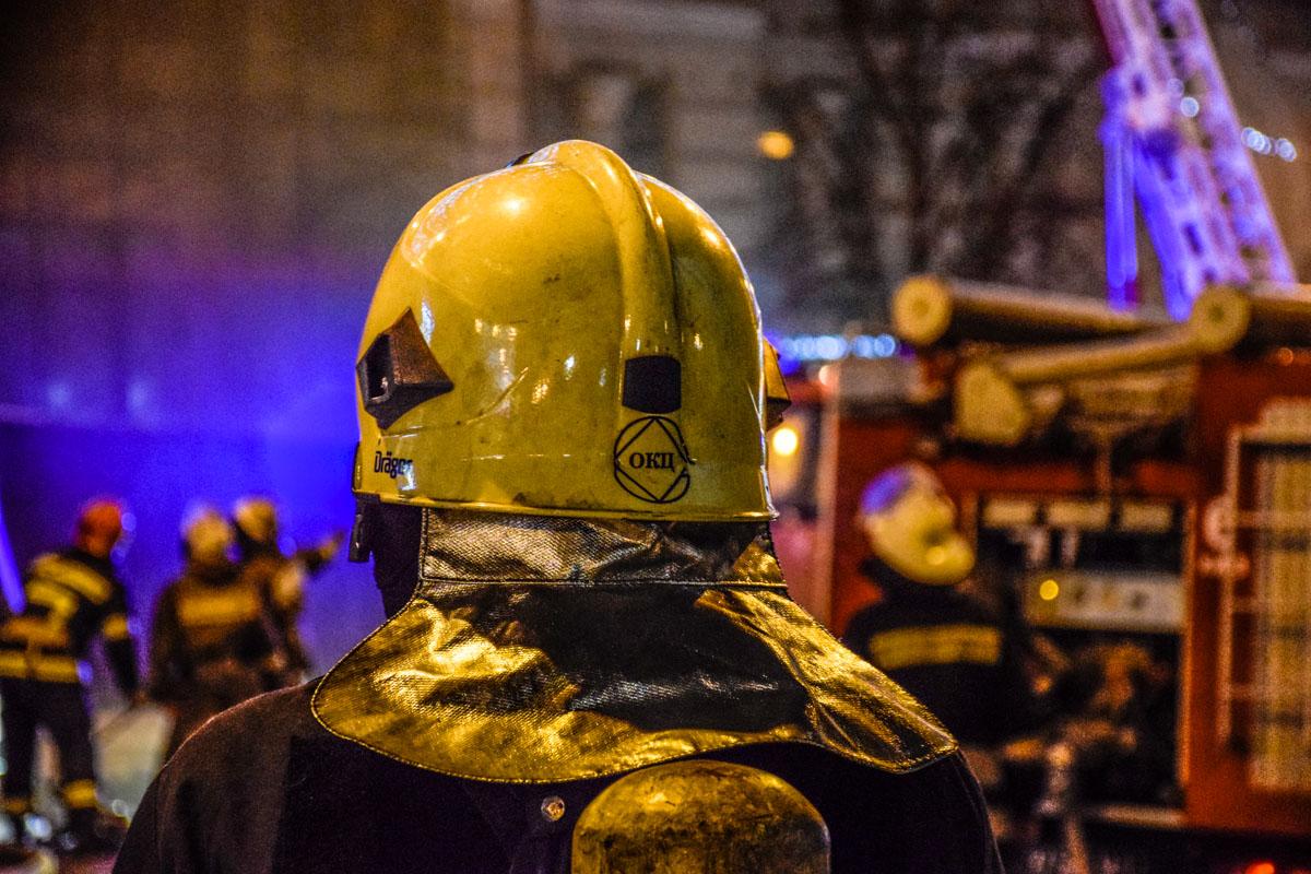 Спасатели боролись с огнем