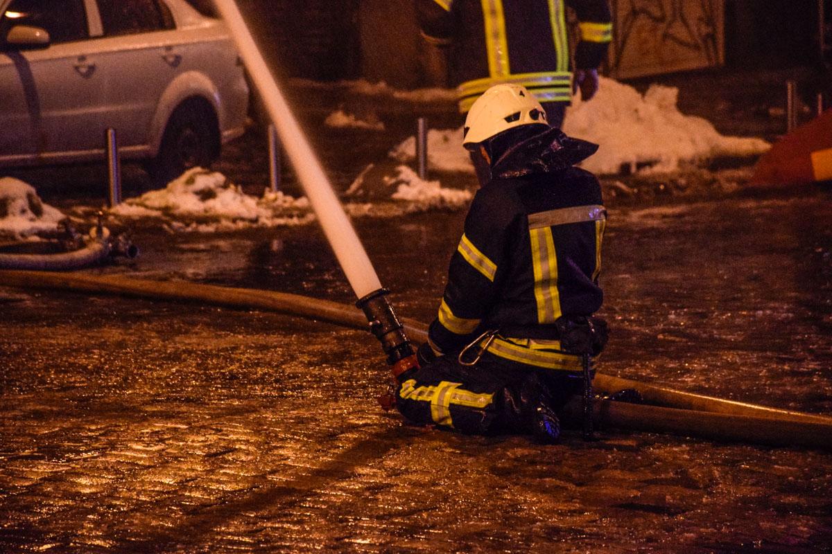 С огнем боролись более 70 спасателей