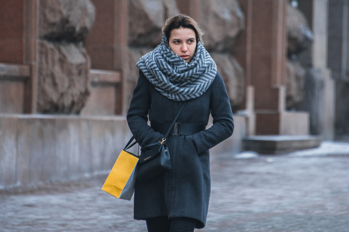 В уютном шарфе теплее