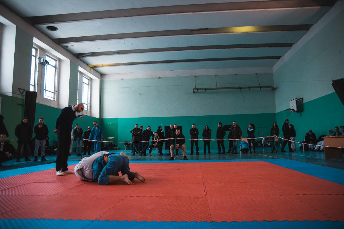 В спортивном зале на территории управления патрульной полиции Киева прошел чемпионат по джиу-джитсу