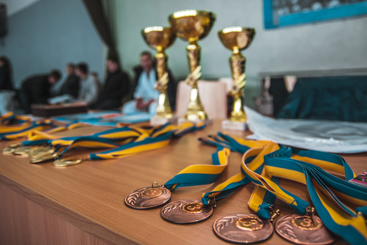 Победителей в своей весовой категории наградили медалями и подарками