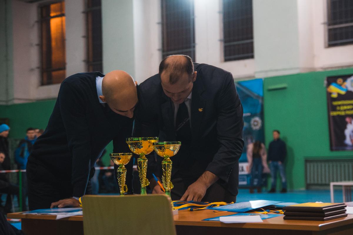 Специальное жюри оценивало профессионализм борцов