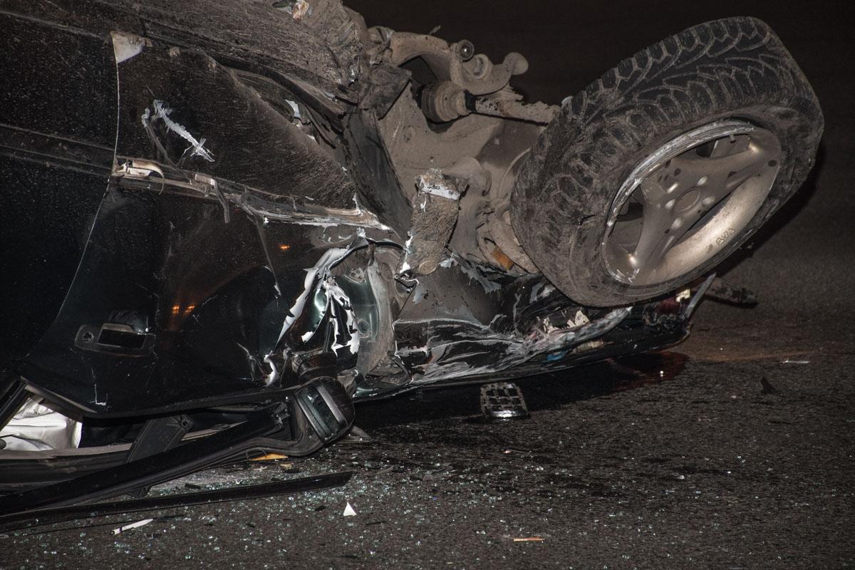 На машине остались сильные механические повреждения