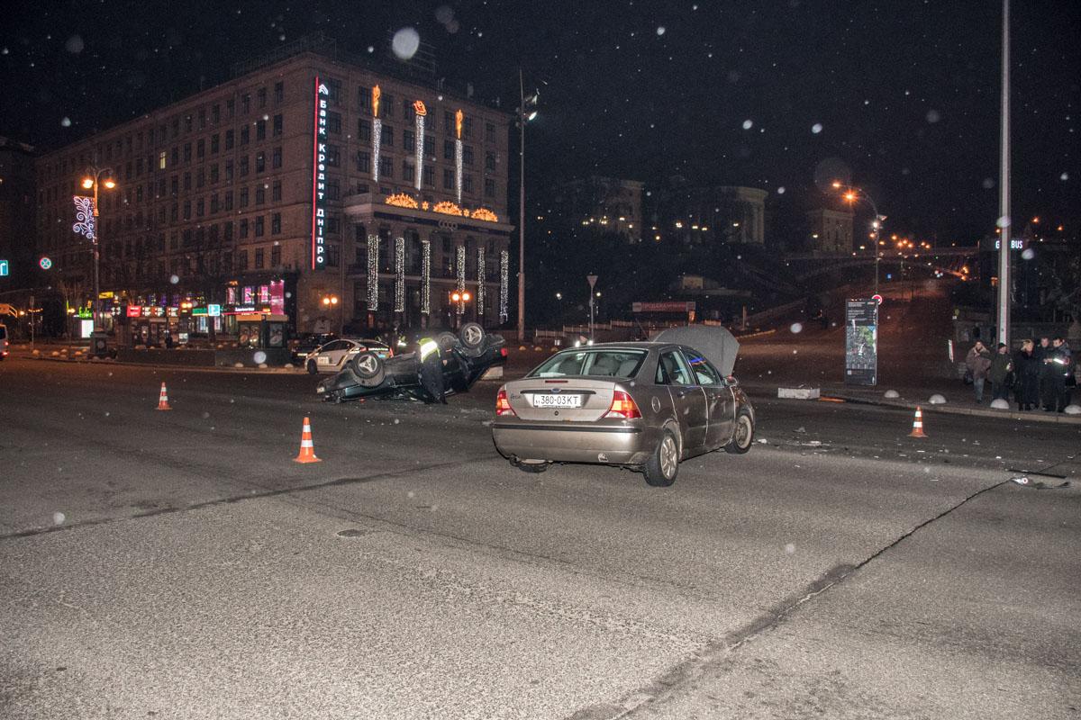 Как рассказали очевидцы, Ford Focus не пропустил Audi, которая ехала на зеленый свет