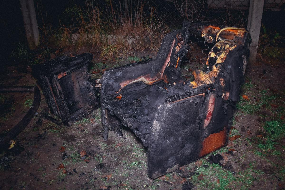 К моменту приезда пожарных дом полностью был охвачен огнем