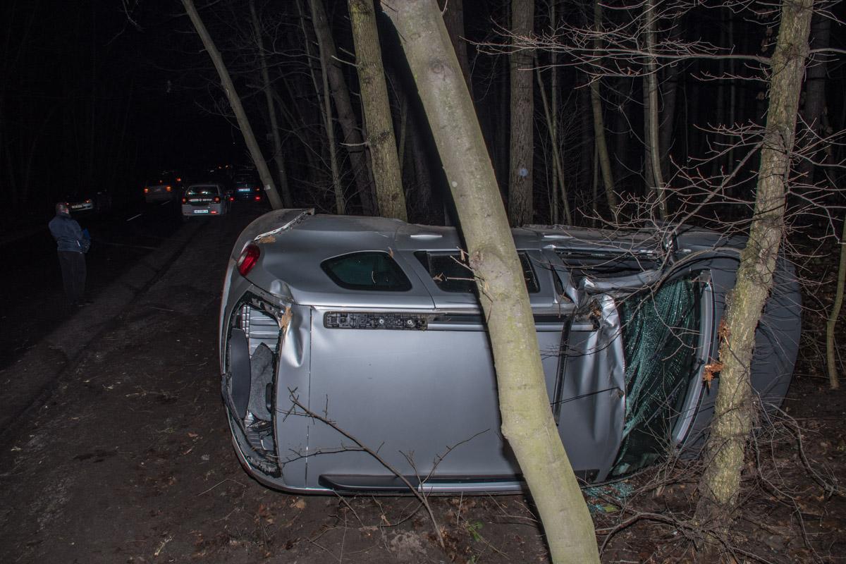 От сильного удара Renault Duster выбросило на обочину