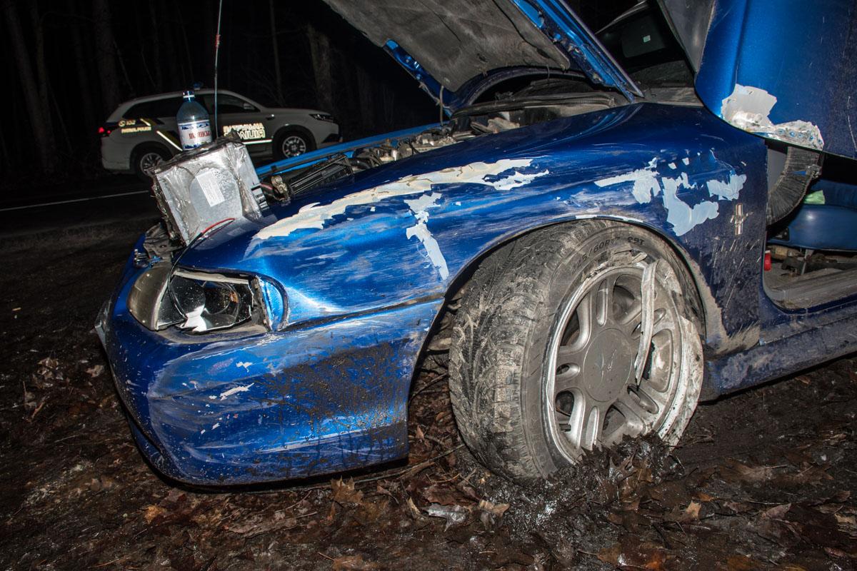 """Сейчас в Ford остался лишь пассажир - водителя в состоянии алкогольного опьянения увезла """"скорая"""""""