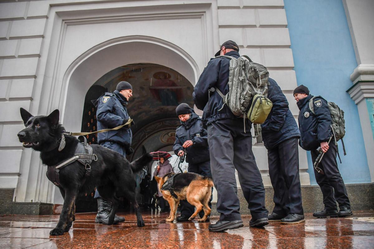 Целью правоохранителей было убедиться в безопасности прихожан в канун Рождества