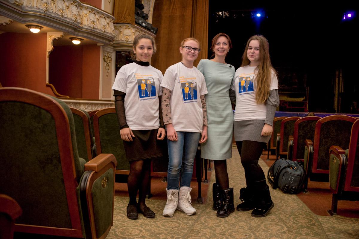 Девочки приехали на встречу из Донбасса