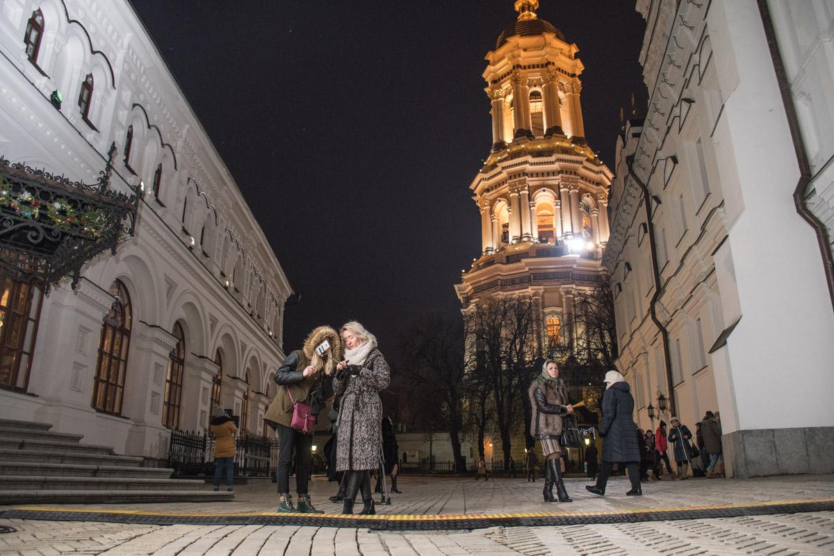 Селфи на фоне колокольни - рождественский тренд