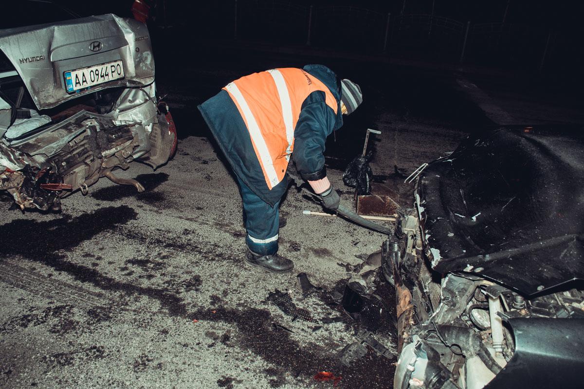 Частички авто, образовавшиеся после столкновения, сразу же убрали