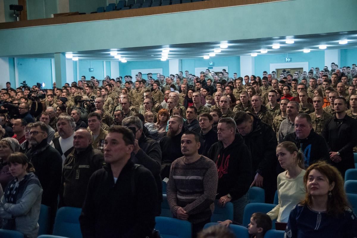 В зале присутствовали ветераны АТО, родственники погибших героев
