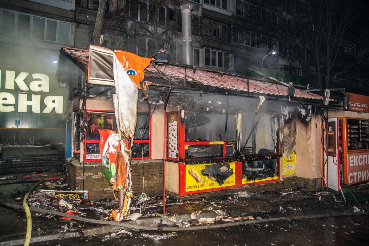 """На улице Васильковской, 8 горела """"Грузинская выпечка"""""""