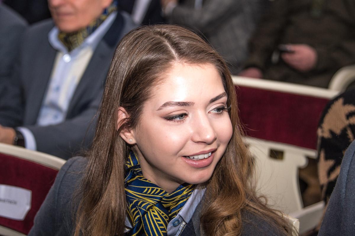 Александра Назарова со своим партнером Максимом Никитиным уже знают, что такое быть медалистами (серебро на юношеской Олимпиаде 2012)