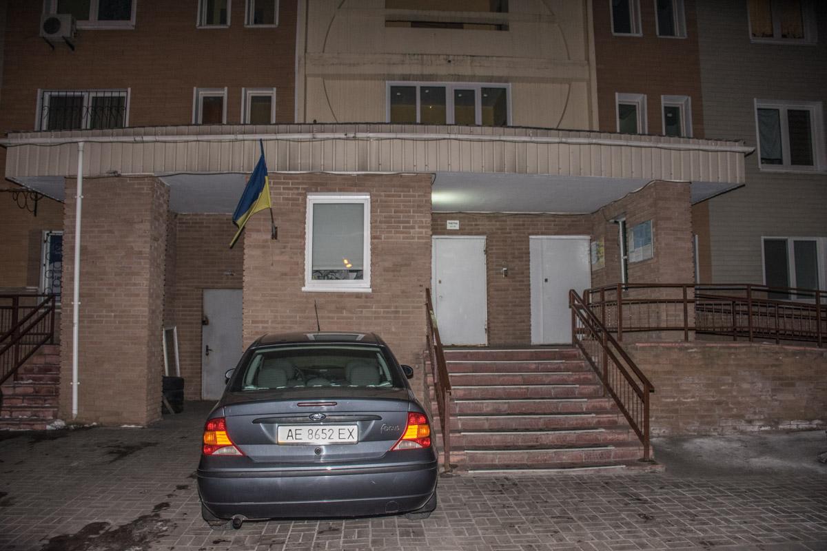 Консьерж дома рассказала, что после побега кавказцев через 10 минут прибыли полицейские