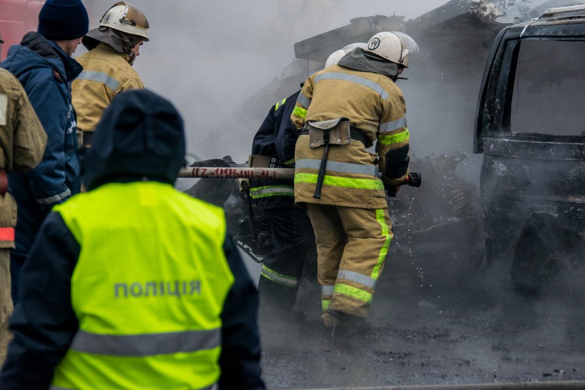 Пожарные потушили автомобили за 10 минут