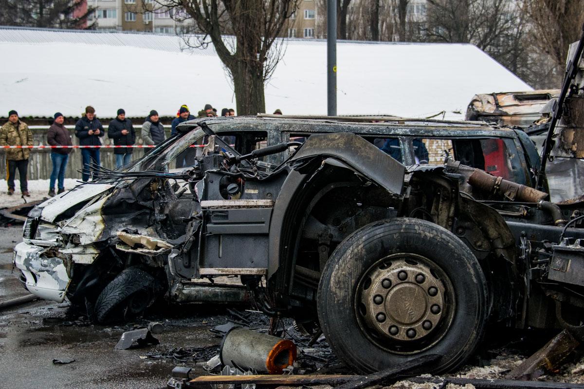 Водитель Mercedes Vito выбирался из авто, выбивая дверь ногами