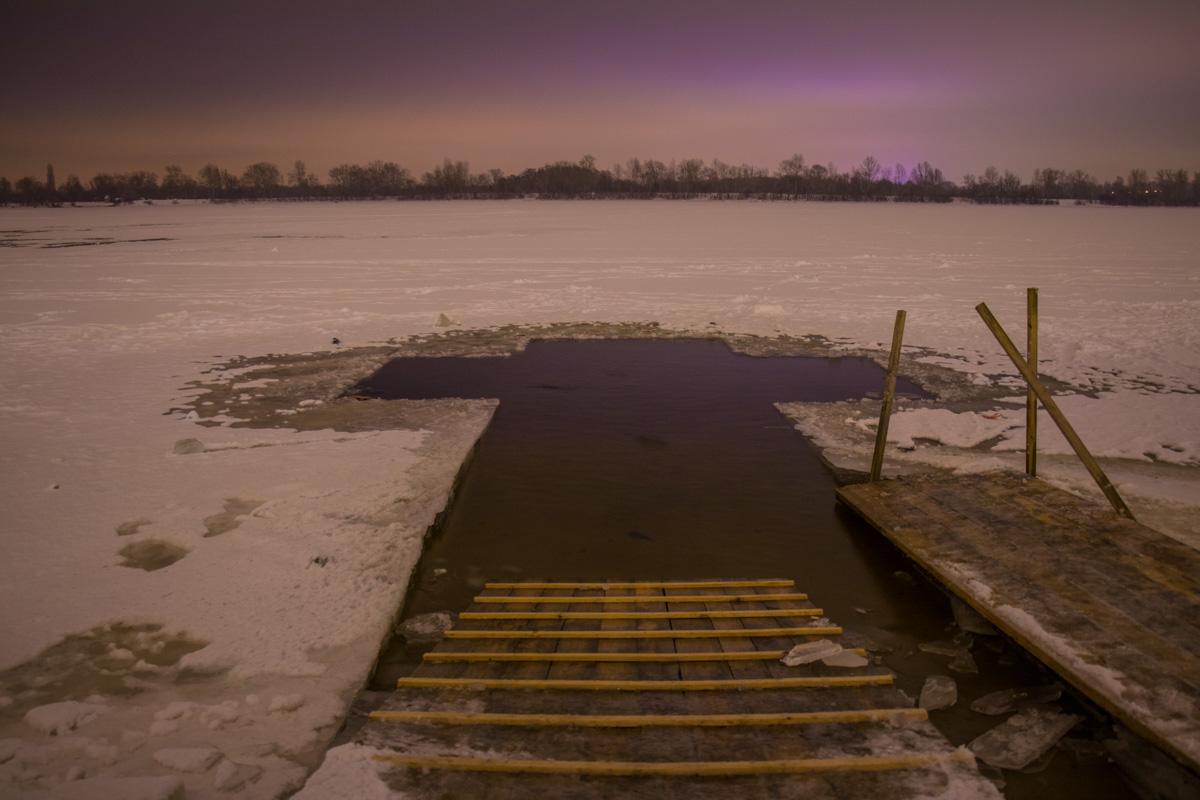 Любителей зимнего плавания ждет купель в форме креста