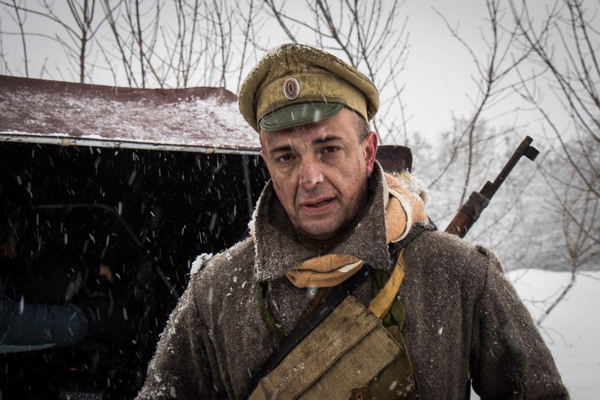 Боевые действия, которые были под Крутами, снимают просто посреди поля под Киевом