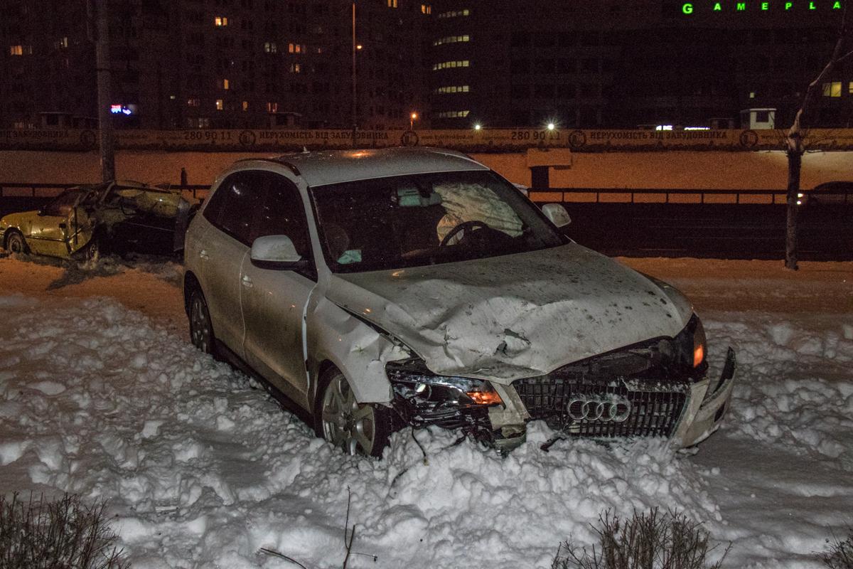 Audi влетела в припаркованный Daewoo
