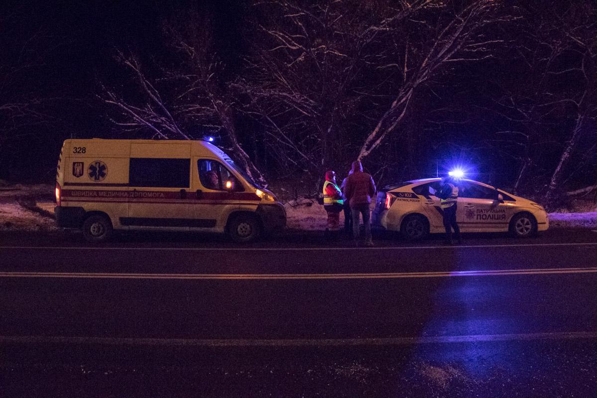На месте происшествия работают патрульные и медики, три человека госпитализированы