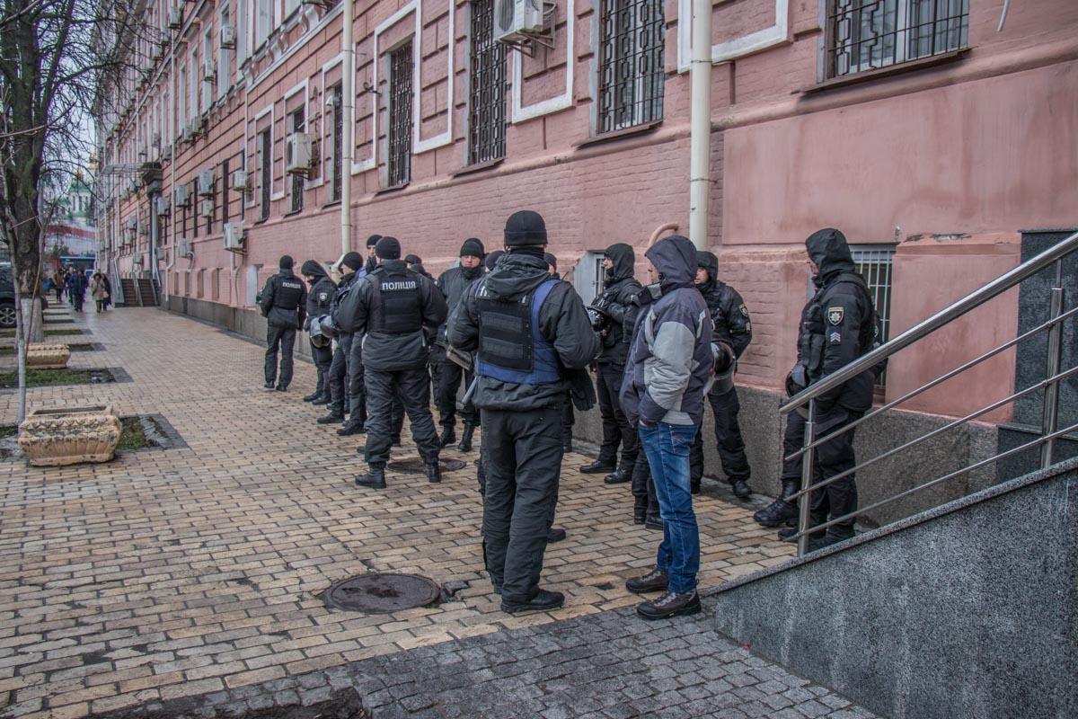 На место прибыл наряд полиции для охраны общественного порядка
