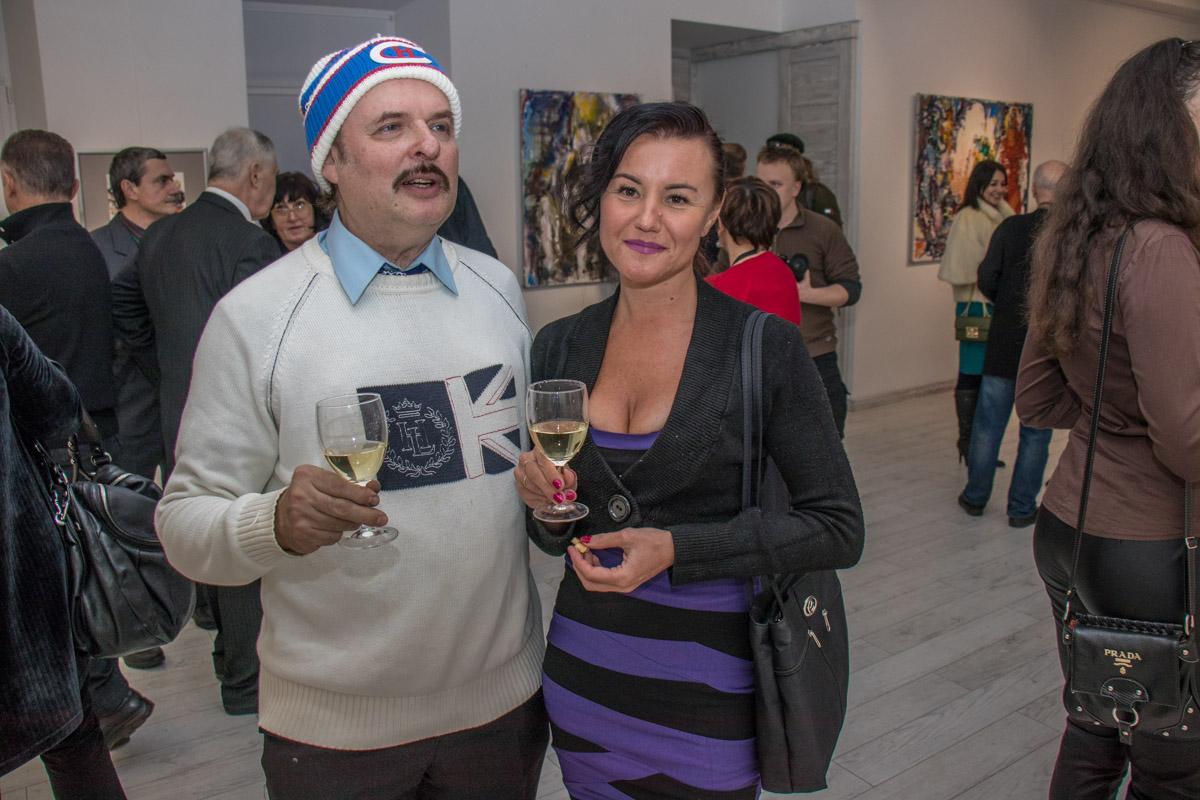 На открытии экспозиции собрались десятки любителей искусства