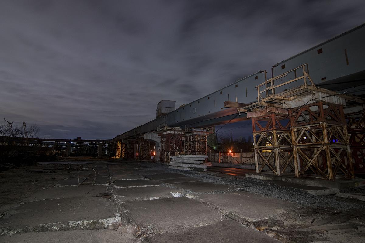 Ночью Подольско-Воскресенский мост выглядит совершенно по-новому
