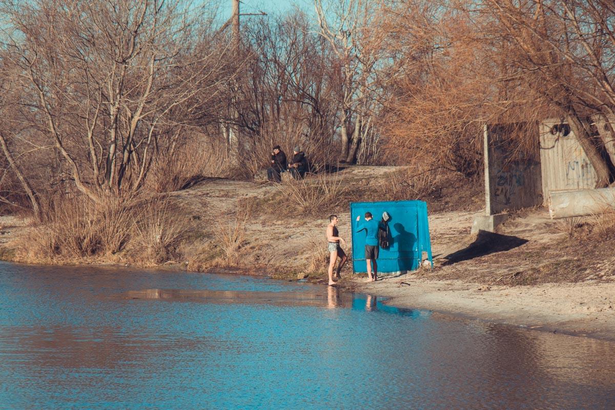 Купание в холодной воде бодрит