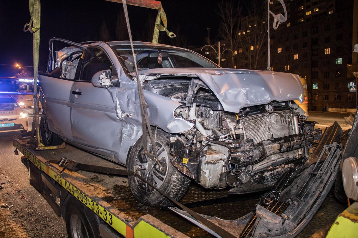 Hyundai влетела в Skoda, сзади ее догнала маршрутка