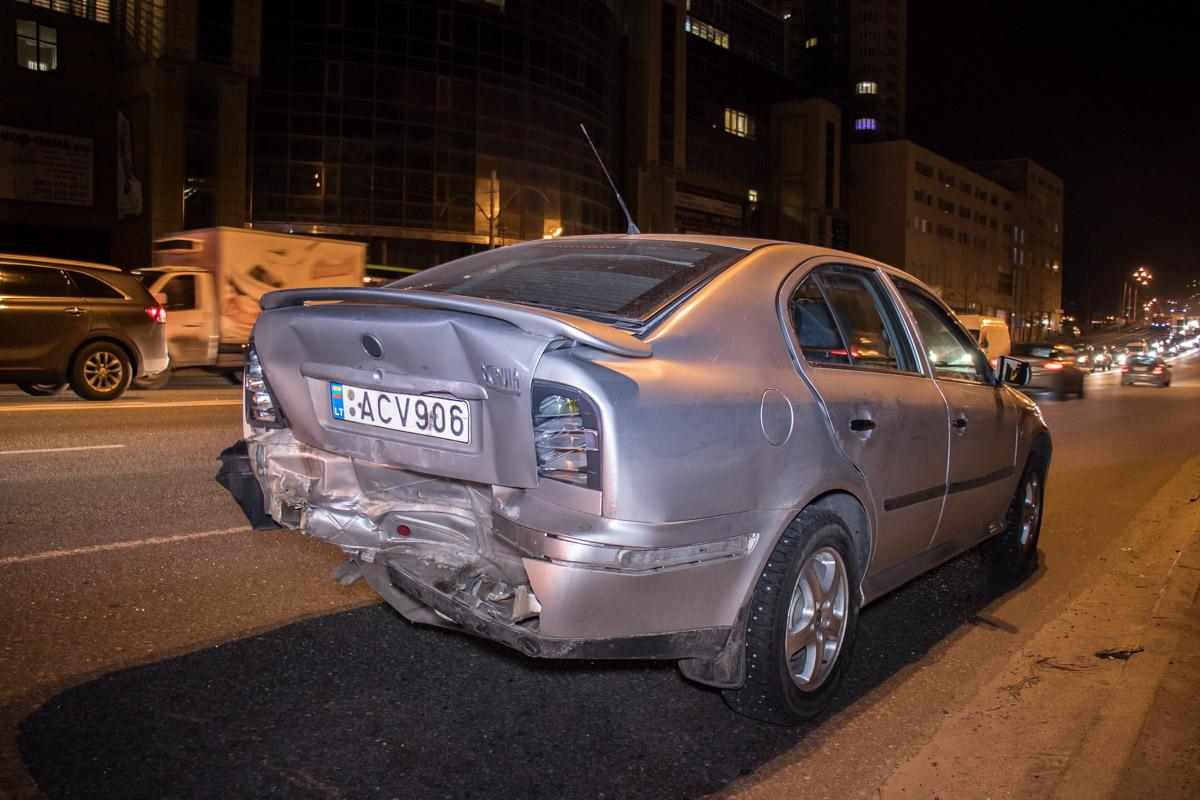 По словам водителя Skoda, аварию спровоцировали трое пьяных пешеходов