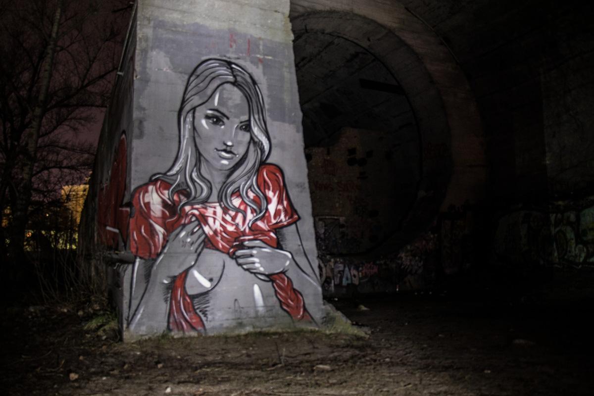 Тоннель разрисован вдохновляющими граффити