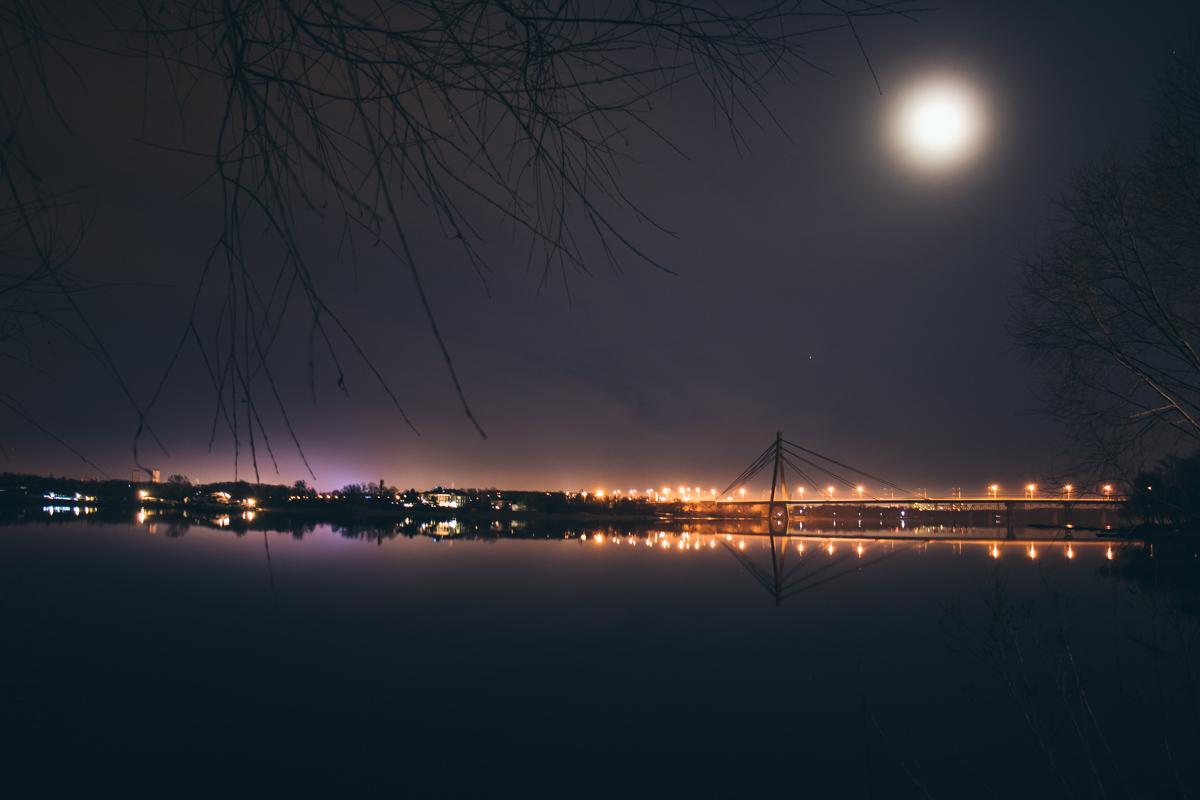С Оболони открывается красивый вид на Московский мост и левый берег